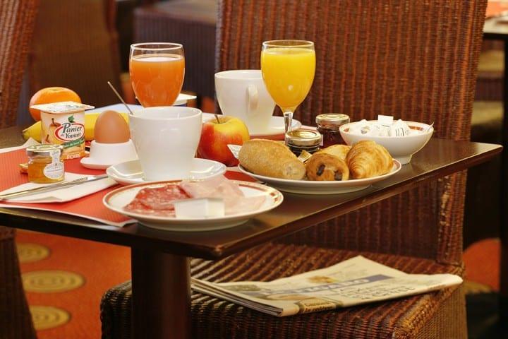 Petit déjeuner à l'hôtel des Marins