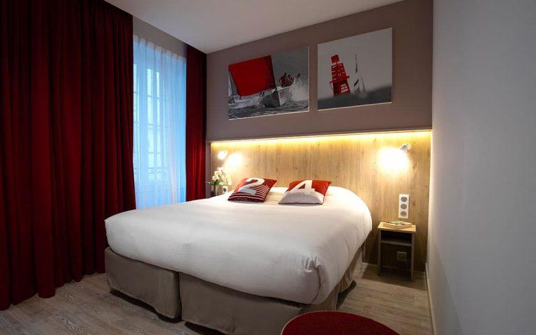 Chambre rouge de l'hotel des Marins